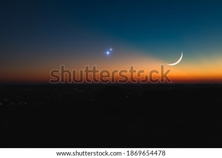 Astronomical conjunction of Saturn, Jupiter and Moon. Stockfoto ©
