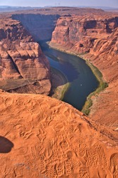 At Horse Shoe Bend, foot prints in the sand on the edge of the 1000' drop, shows how close people were to the edge!