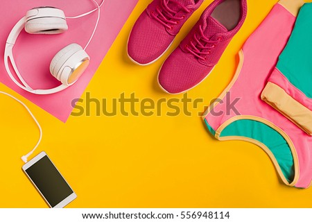 Athlete's set with female clothing, dumbbells and bottle of water on yellow background Foto stock ©
