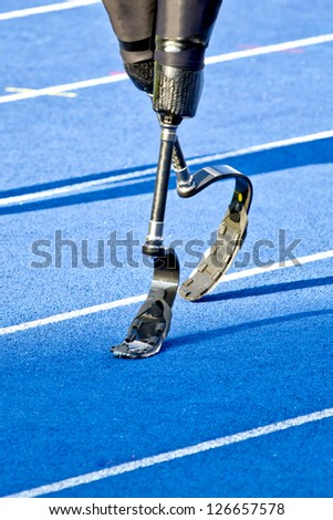 athlete with handicap walks to the start