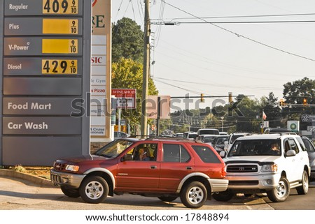 ATLANTA, GA - SEPTEMBER 22 Line forms and causes traffic for metro-Atlanta gas station due to shortage and consumer panic on September 22, 2008 in Cobb County, Georgia