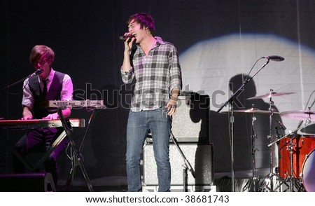 ATLANTIC CITY, NJ - OCTOBER 10: Singer Will Anderson (C) and keyboardist Kit French of the group Parachute perform at the Trump Taj Mahal on October 10, 2009 in Atlantic City, NJ.