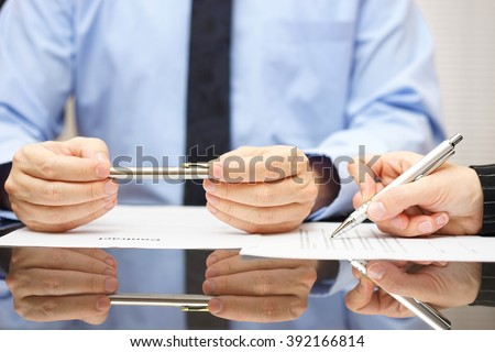 attorney is commenting contract so client can understand consequences ストックフォト ©