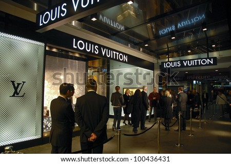 AUCKLAND - JUNE 5: Guests and party-goers arrive for the opening night celebrations Louis Vuitton's new flagship store in Queen Street on June 5, 2008 in Auckland, New Zealand.