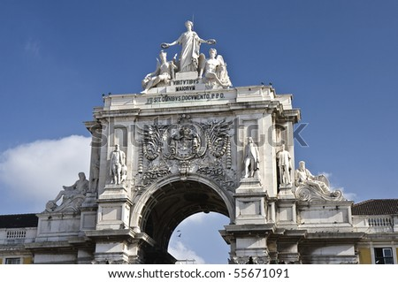 Augusta Street Arch is the triumphal arch connecting the Commerce Square to the Augusta Street. It has a clock and statues of Viriatus, Nuno Álvares Pereira, Vasco da Gama and Marquis of Pombal