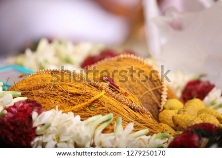 auspicious and holy mangalym that is holy thread who wears in india the wedding women #1279250170