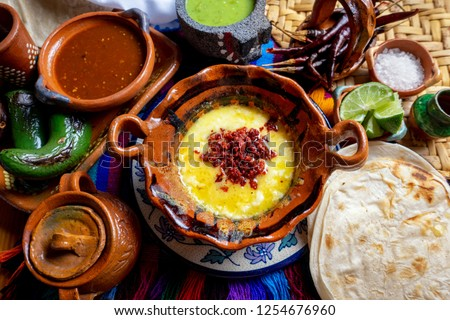 Authentic mexican melted cheese 'fundido' with red chorizo Foto stock ©