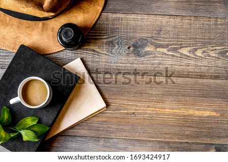 author office in writer concept on desk background top view mock up Foto stock ©