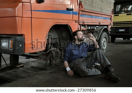 auto mechanic drinking a bottle of water