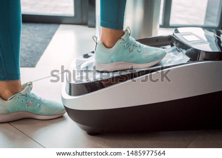 Automatic device for Shoe covers, close-up