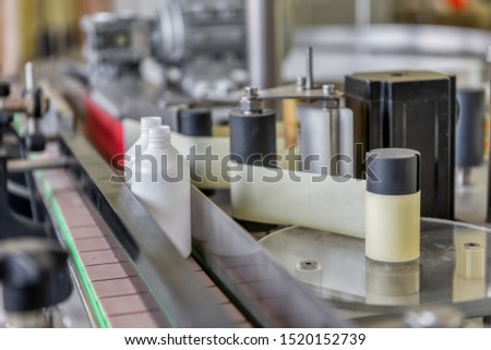 Automatic line for filling and labeling drugs. The mechanism for gluing labels. #1520152739