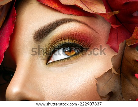 Autumn make up for brown eyes Closeup fashion makeup Perfect face skin autumn warm colors of eyeshadows long eyelashes