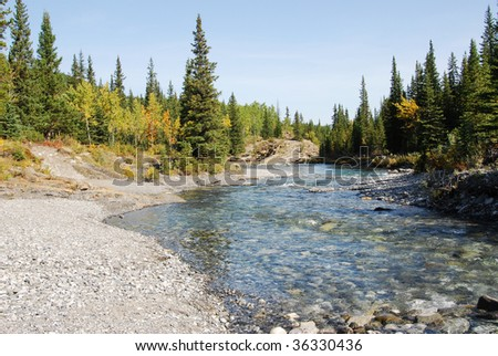Autumn view of elbow river and valley in kananaskis country, alberta, canada