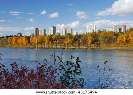 Autumn view of the north saskatchewan river valley in edmonton downtown, alberta, canada