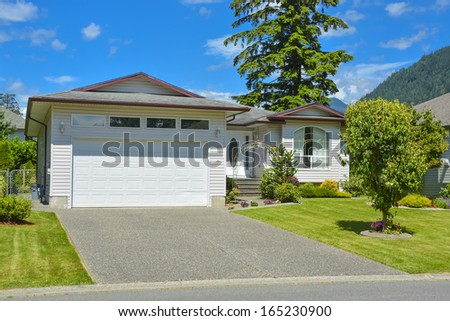 Average family house with concrete driveway wide garage for How wide is the average garage door