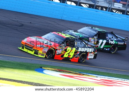 AVONDALE, AZ - NOV. 15:Jeff Gordon (24) and Denny Hamlin (11) during the NASCAR Sprint Cup Series, Checker O'Reilly Auto Parts 500 at Phoenix International Raceway on Nov. 15, 2009 in Avondale, AZ.