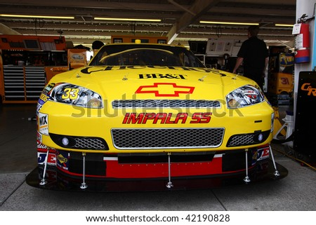 AVONDALE, AZ - NOVEMBER 13: Clint Bowyer's car in the garage during a practice session for the NASCAR Sprint Cup Series, at Phoenix International Raceway on November 13, 2009 in Avondale, AZ.