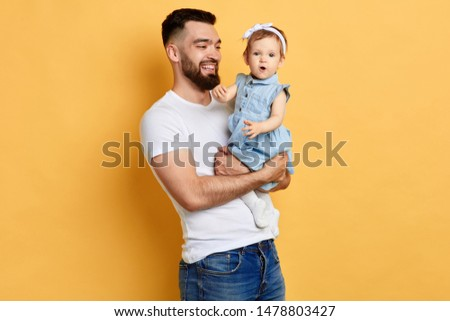 Little girl singing Images and Stock Photos - Page: 2