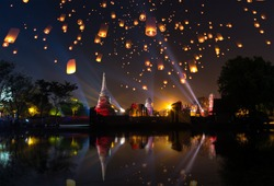 Ayutthaya travel Floating Lantern  Loy Krathong Yi Peng Lanna temple festival fair world heritage site Wat Mahathat in Thailand