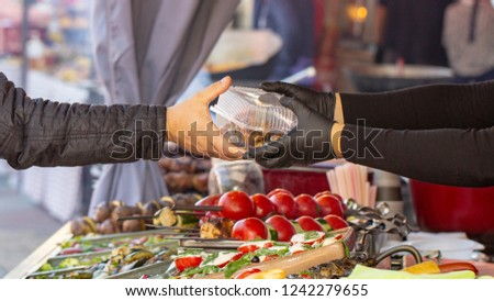 B-B-Q. vegetarian street food. Vegetables and fruits cooking on an open fire Foto stock ©