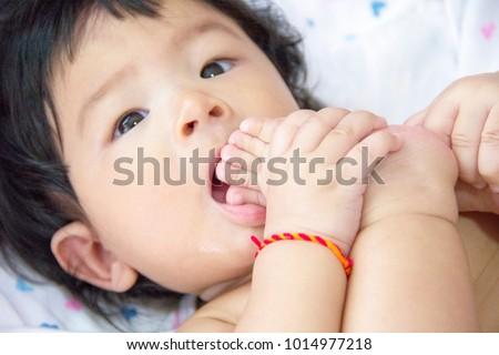 Baby enjiod sucking her toe