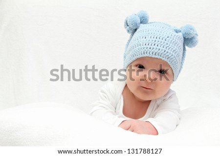 baby in blue knitted hat