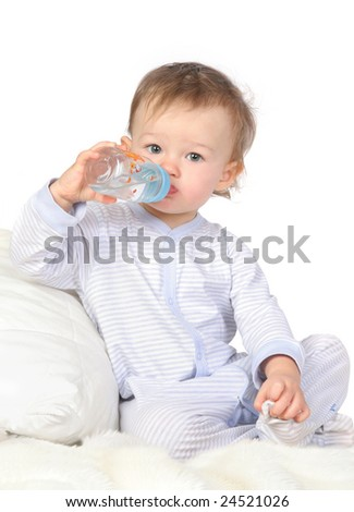 baby is drinking water from bottle