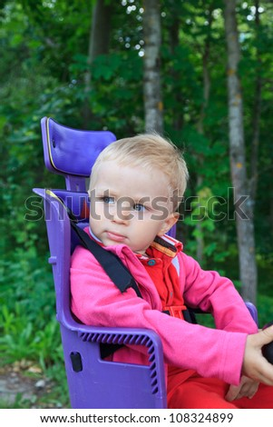 baby on bicycle seat