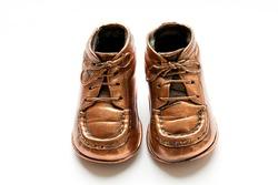 Baby shoes in bronze