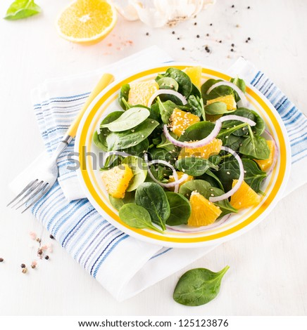 Baby Spinach, Onions, and Oranges Salad