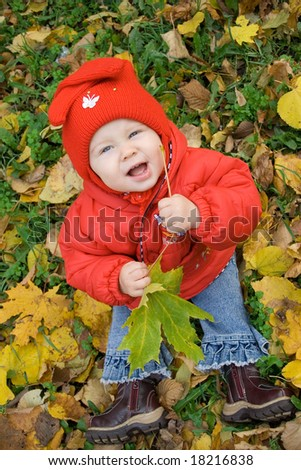 baby with leaf in hands