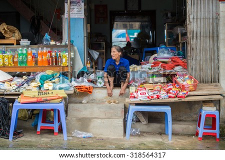 BAC HA, VIETNAM - SEP 21, 2014: Unidentified Vietnamese woman at the Bac Ha Market, a large Sunday market with people wearing beautiful colored minorities costumes #318564317