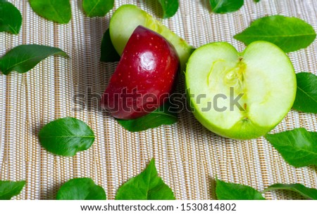 background of appeles and green leaves Photo stock ©