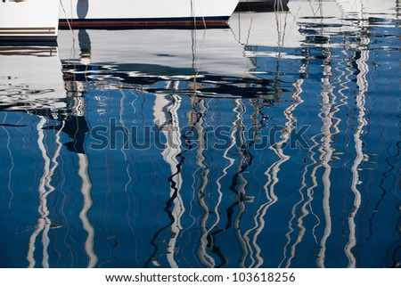 Background: reflection in a sea of yacht masts.