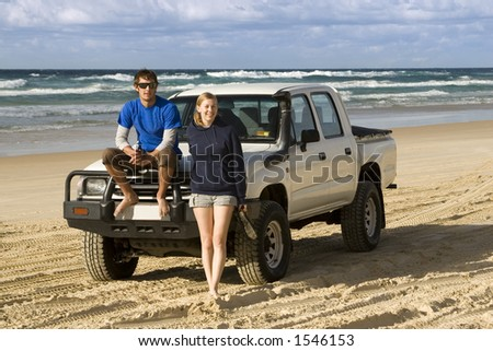 Backpackers see Fraser Island by four wheel drive