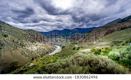 Bad weather hanging over th e Fraser Canyon and Highway 99 near Lillooet in British Columbia, Canada Photo stock ©