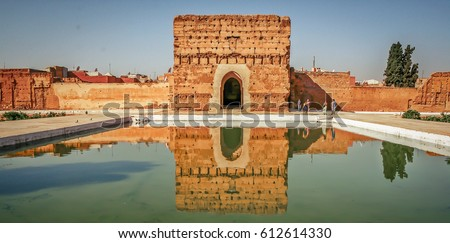 Badi Palace in Marrakech with reflection in water pond in front and tourists in the background Zdjęcia stock ©
