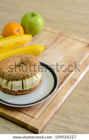 Bagel with sliced banana