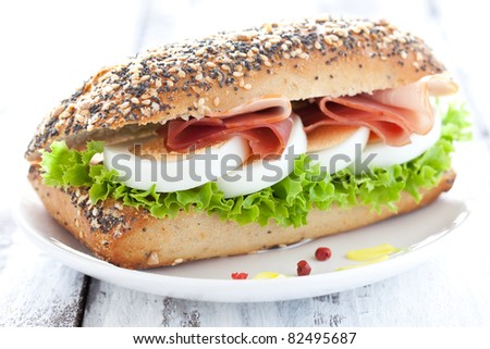 baguette with egg and ham