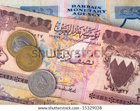 Bahrain dinar banknotes and coins