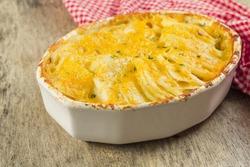 Baked cheesy potatoes au gratin scalloped potatoes