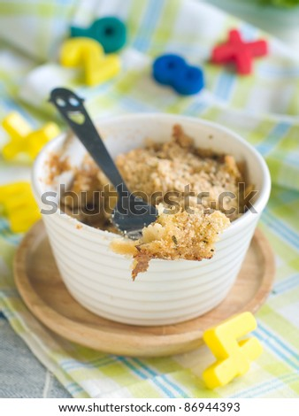 Baked macaroni and cheese in white bowl with  bread crumbs and cheese for children. Selective focus