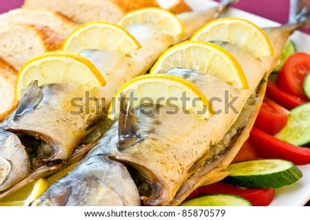 Baked mackerel with vegetables and lemon