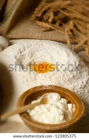 Baking powder, thick yoghurt and a yolk defocus