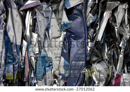 Bale of compressed printing plates for recycling