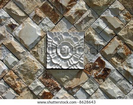Balinese garden's cobbled wall tiles decor