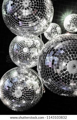 BALL of GLASS shines