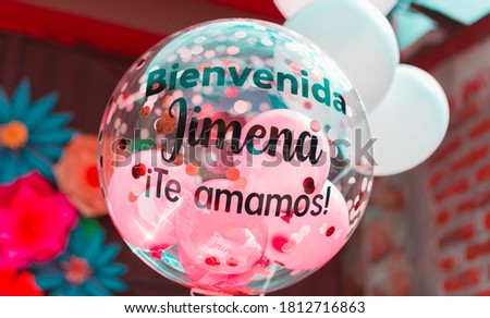 balloons for baby shower personalized . no people. the text in the balloons says, welcome jimena we love you Foto stock ©