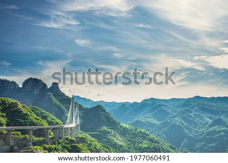 Baluarte Bridge, the highest bridge in the americas, and is located in the sierra madre mountain in the state of durango.  It has a total length of 1,124 meters and a height of 403 meters Foto stock ©