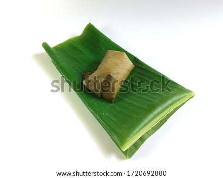 Banana leaf for cooking and is one of the components of traditional Thai cooking because it has the flexibility to be folded to be suitable for use. Glutinous rice stream in banana leaf. Stock fotó ©